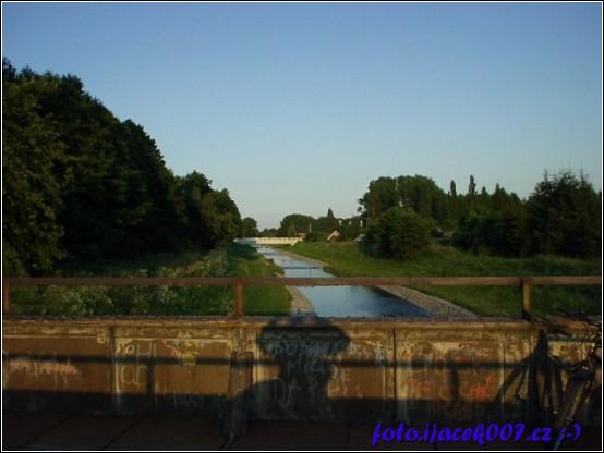 pohled z železničního mostu směr Krnov po proudu řeky