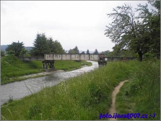 pohled na most již s části odstrojený