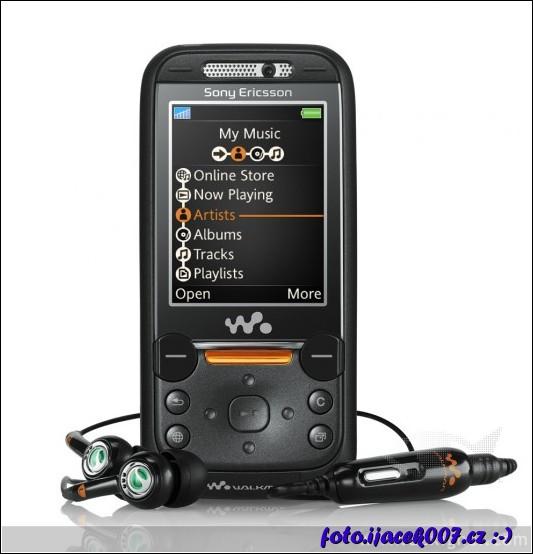První vlastněný mobil s funkcí Walkman
