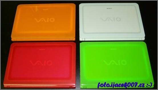 pohled na barevné varianty Sony VAIO