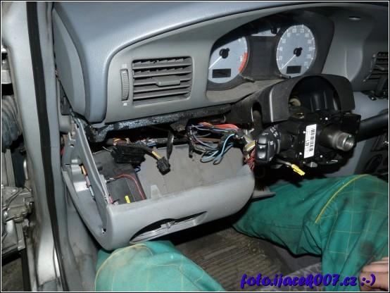 demontáž volantu také není jednoduchá