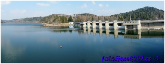 Pohled na hladinu přehrady Kružberk