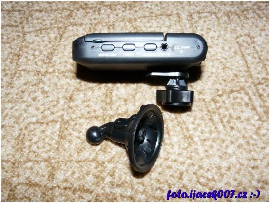 Zlomený originální držák kamery