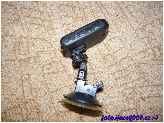 výsledek snažení a improvizace dvou druhu přísavek pro uchycení kamery