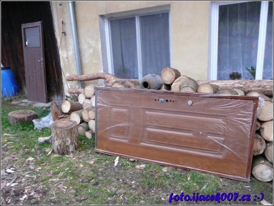nové domovní dveři i ze zárubněmi