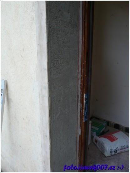 opravená omítka po upravě dveřních zárubní