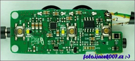 zadní část desky s elektronikou sluchátek