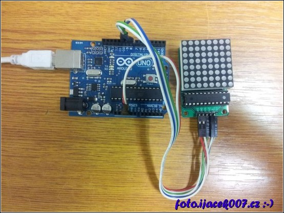 arduino s připojeným led displejem 8x8
