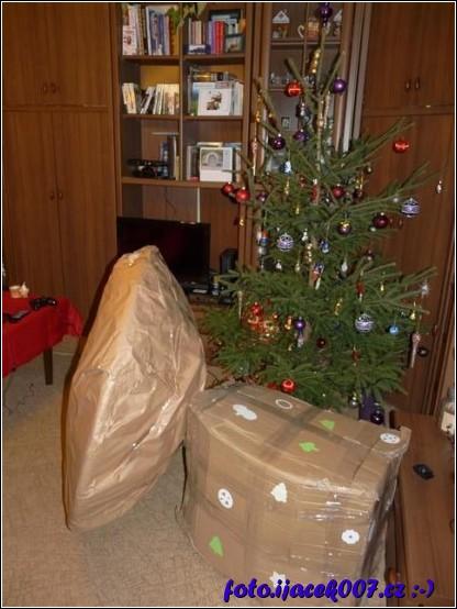 dárky pomalu větší jako Vánoční stromek