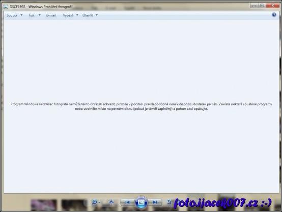 hlášení programu prohlížeče obrázků o nedostatečné paměti.
