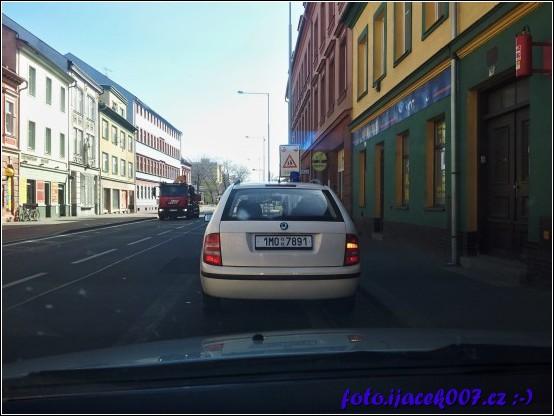 policejní auto které mě zastavilo při telefonování za volantem