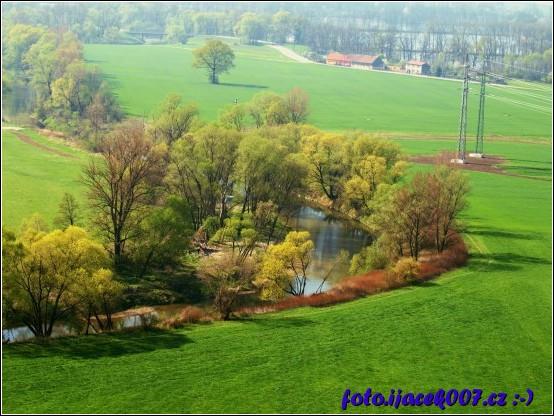 obrázek pole a voda