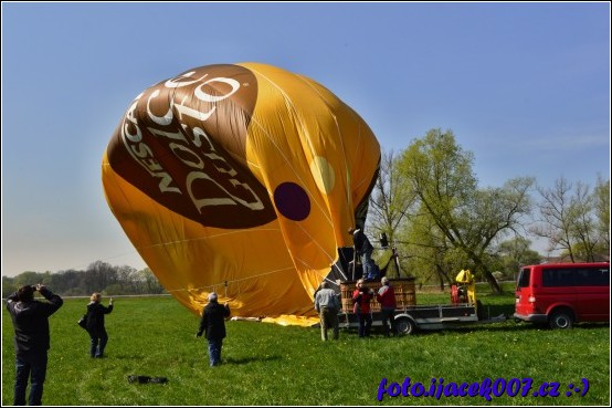 v místě přistání je nutné balon zase správně složit.