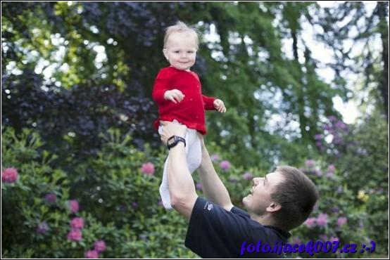 barevná verze fotky ve vzduchu s otcem