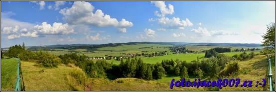 panoramatický pohled z vrcholu Uhlířského kopce u Bruntálu