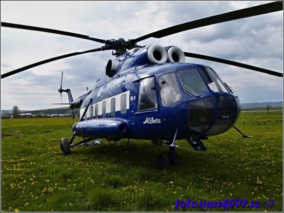 pohled na ruský dvoumotorový vrtulník mi 8