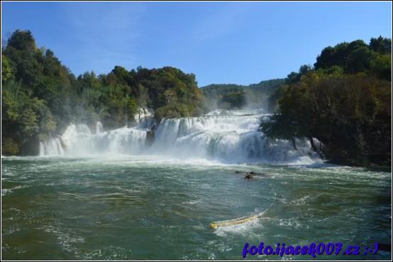 pohled na vodopád v celé jeho kráse