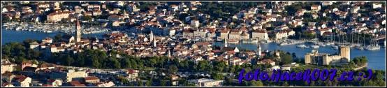 panoramatický pohled na historickou část města Trogir