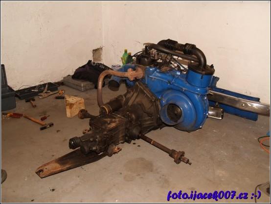 obrázek Motor s převodovkou a poloosamy Fiat 126p