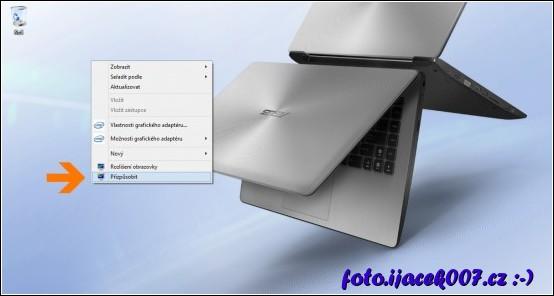 menu vyvolané kliknutím na plochu systému Windows 8