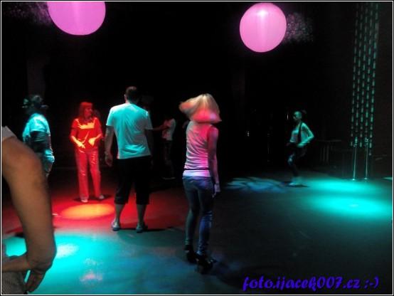 pohled do tanečního klubu který je součástí místního hotelového komplexu