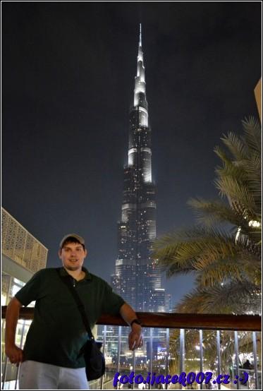 foto z nejvyšší budovou za zády