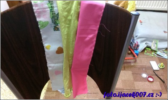 barevné pruhy věnce