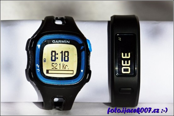 Porovnání přístroje Garmin Forerunner 15 a Garmin Vivofit.