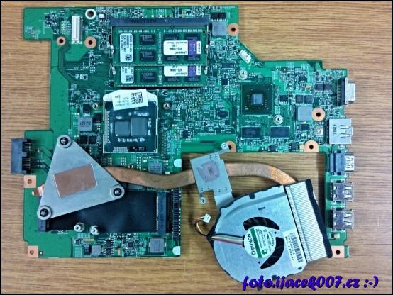 základní deska s demontovaným a vyčištěným chladičem a CPU vše připraveno na novou chladící pastu