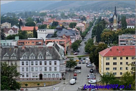 pohled na krnovskou polikliniku a na ulici Mikulášskou.