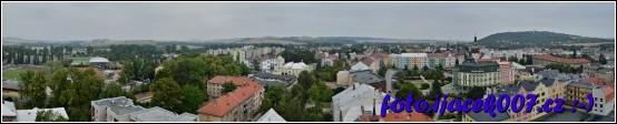 Panoramatická fotka na Krnov na radnici i atletický stadion.