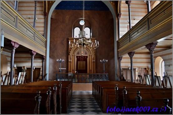 pohled na oltář krnovské synagogy