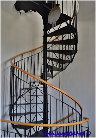 točité schodiště které vás dovede na věž