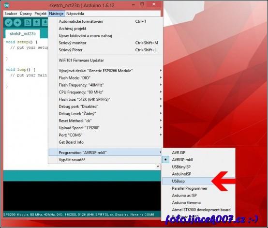 pro desky ESP8266 je nutné zvolit programator USBasp