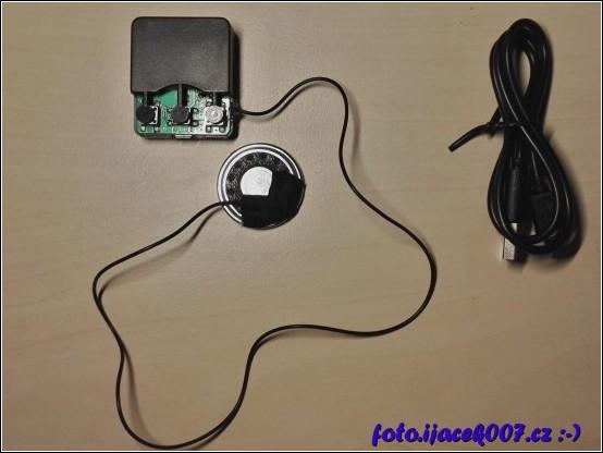 pohled na elektroniku z čepice