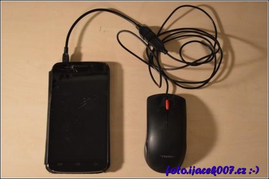 pomocí OTG kabelu lze k mobilnímu zařízení nebo k tabletu připojit další periferie jako například myš.
