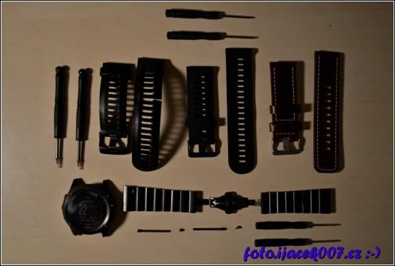 pohled na originální i čínské pásky k přístroji garmin fenix3