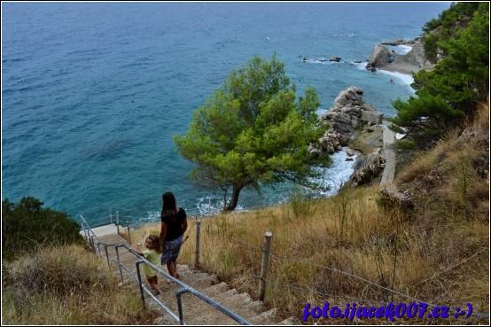 schody na pláž není jich zrovna málo