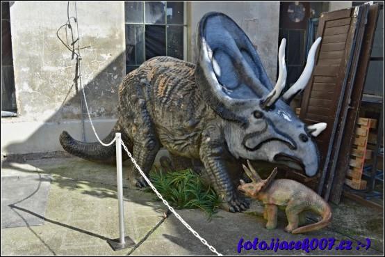 Dinosauři v krnovské Karnole