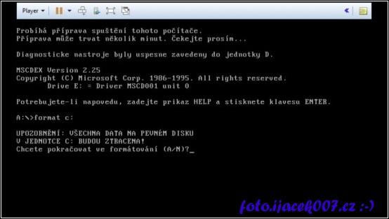 pohled na prostředí dos a příkaz na smazaní pevného disku Formát c:
