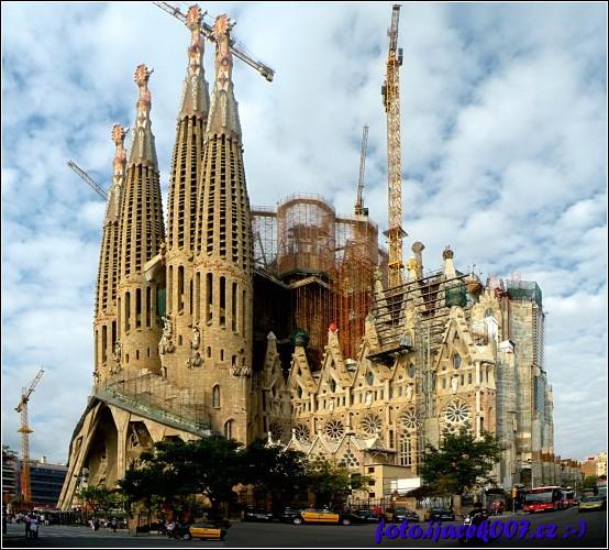 Skutečná katedrála bravurně popsaná v knize počátek.