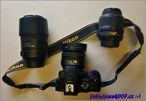 Pohled na Nikon D5600 a trojici používaných objektivu