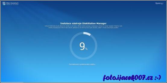 Při instalaci můžete sledovat průběh a předpokládanou délku.