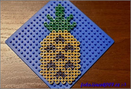 Vzor ananasu z korálků Pyssla.