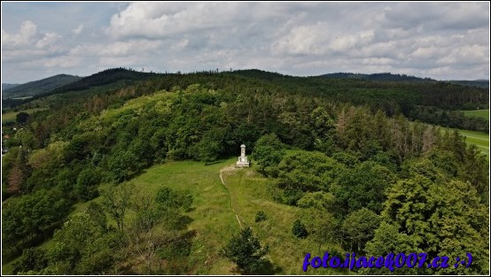 Pohled na památník Petra Bezruče nad Krnovem