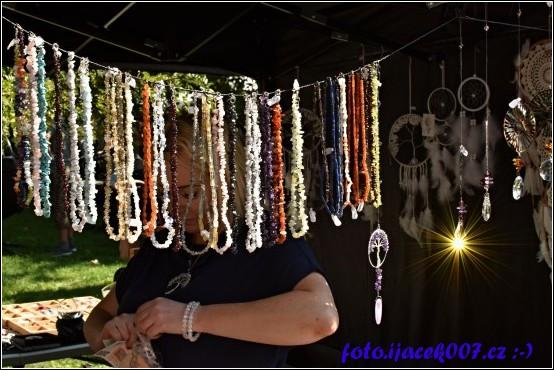 Prodejce šperků.