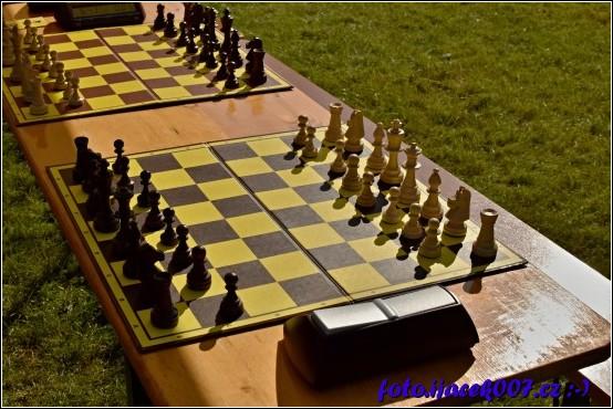 Nedaleko festivalu se pořádal turnaj v šachách pro děti s rodiči o hodnotné ceny.