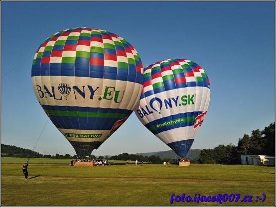 Horkovzdušné balóny.