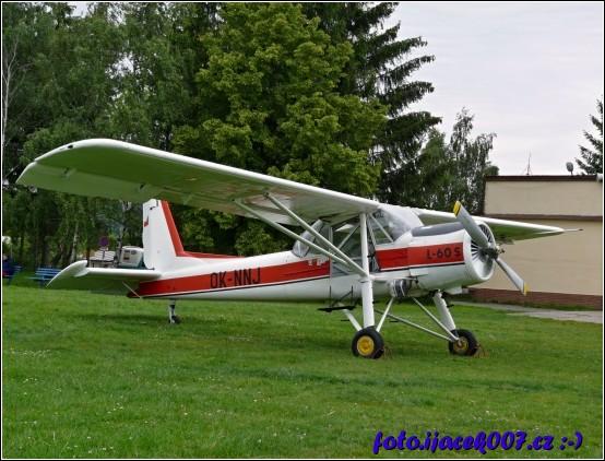 obrázek pohled na letadlo ze ktereho budu skakat