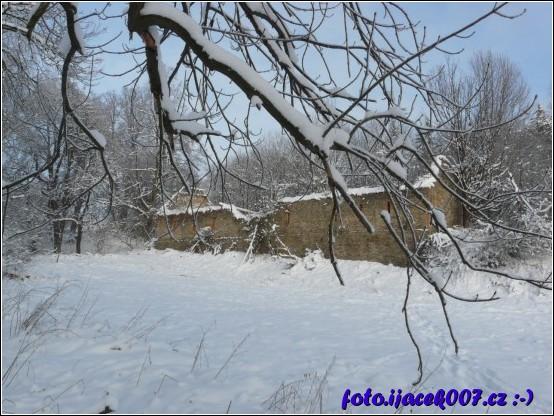 Krasovské chráněné území a pohled na jedinou budovu která zde zůstala.